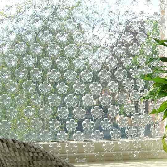 Декор из пластиковых бутылок своими руками на дачу